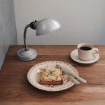 breakfast おはようございます。@barcook_goshoku  のアジのマンティカートを食パンに乗せて、チーズをかけてトースターで5分。美味しかった〜。贅沢な朝ごはんでした◎…のInstagram画像