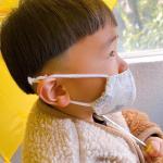 ..最近天気が良くても🌞お出かけする時傘☂️をさしちゃうへんてこりんな我が子です🍄👦🏽. @kwgc_inc 様の、耳が痛くなりにくいマスクの替えゴム♡.\  耳にやさしい…のInstagram画像