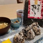 アサムラサキ様カリカリ梅ひじきを頂きました🥰子供たちも食べやすい味でパクパク食べてくれました🍙ふっくらと柔らかく炊き上げたひじきに、カリッとした梅の食感と紫蘇の香り…のInstagram画像