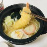 こんなに立派な海老天が入っているおうどん🍲冷食だなんて信じられますか⁉️#キンレイ の #お水がいらない シリーズ はスープ、麺、具材がひとつに冷凍されていて、お鍋で温めるだけで海老天…のInstagram画像
