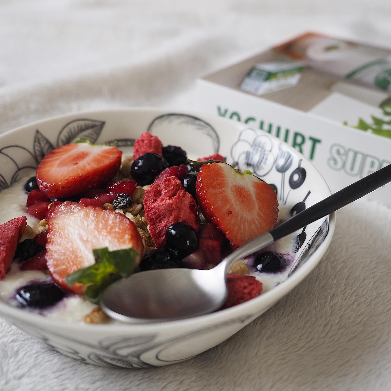 口コミ投稿:豆乳ヨーグルトとグラノーラ、フルーツで朝ごはん🥣時々衝動的にドカ食いしちゃうんで…