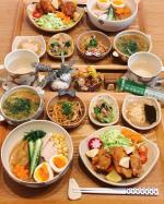𓅿✎糖質ゼロ麺でおうちラーメン✎唐揚げ✎具沢山スープかきたまスープ✎豚キムチ✎小松菜とツナの和え物✎オオバコわらび餅& 黒糖抹茶青汁寒天ジュレ▹◃…のInstagram画像