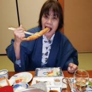 「えびを食べる私」乾燥の季節の喉&口臭ケアは【ルブレン 喉・口臭トローチ】が正解っ☆の投稿画像