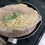 【キンレイ】新商品「お水がいらない 東京醤油らぁ麺」を食べてみましたの画像(2枚目)