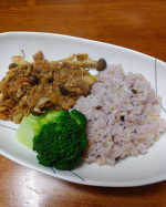 玄米酵素様より北海道玄米雑穀を頂きました。ルーなしで作った和風カレーと一緒に食べました。プチプチもっちりで美味しいです。雑穀ごはんが益々好きになりました。モニターに選んで頂きあ…のInstagram画像