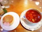 美術館のカフェでひと休み♡カフェに入るまで30分以上かかりました!おいしいスープを求めて!母とみんなでミネストローネ マフィン付きを注文♪牛肉やにんじん、じゃが…のInstagram画像
