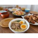 ..今回はなべやき屋キンレイさんのモニター♡..京都発祥の人気店『ラーメン横綱』監修商品のラーメン🍜スープ、麺、具が一つになっていて、お鍋に入れて温めるだけで美味しく食べれます…のInstagram画像
