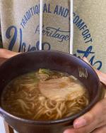なべやき屋キンレイ♡お水がいらない尾道ラーメン。スープ、麺、具が一つになった尾道ラーメン。お鍋に入れて温めるだけ。スープ瀬戸内産いりこと鶏ガラを炊き出したスープに背脂のコクと旨味が溶け…のInstagram画像