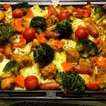 「#燻製風味の鶏むね肉と彩り野菜のぎゅうぎゅう焼き」🐔✨*「材料」・鶏むね肉・ブロッコリー・ミニトマト・キャベツ・にんじん(北海道産)・モッツァレラチーズ(北海道産)…のInstagram画像