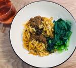 テーブルマーク「お皿がいらない」シリーズの美味しい美味しいTVデイナーを食べました〜🤤💕💕 今回いただいたのは、「お皿がいらない汁なし坦々麺」と「お皿がいらないジャージャー麺」💕💕最初に坦々麺がすっご…のInstagram画像