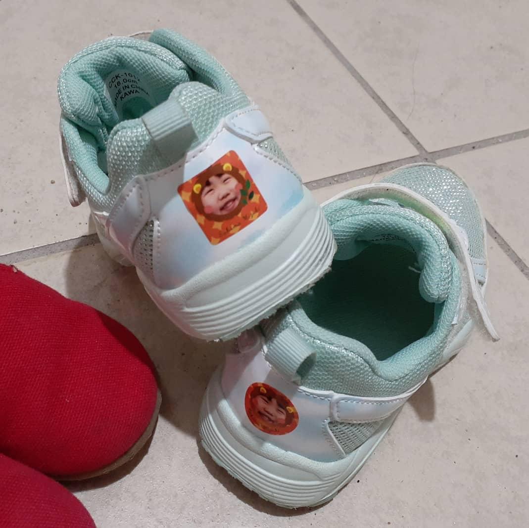 口コミ投稿:長女の靴を新調。顔シールで見つけやすい(*^^*)次女はいつもお古だから怒り顔?笑っ#…
