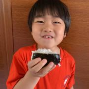 「塩むすび大好き❤️」▶ごはん彩々「お米を食べている笑顔写真」募集!/第2弾の投稿画像