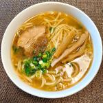 [お水不要!簡単激うまラーメン]ฅ^. ̫ .^ฅこちら冷凍ラーメンなのですが、スープ、麺、具がひとつになっていて、そのままドン!とお鍋に入れて温めるだけで食べられます。今まで…のInstagram画像