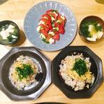 .✩⡱クリームチーズのカプレーゼ✩⡱小松菜と豆腐の味噌汁✩⡱鯖と粒生姜舞昆のちらし寿司今日は @maikon115283 さんの、粒生姜舞昆を使って、ちらし寿司を作りました☺♡…のInstagram画像