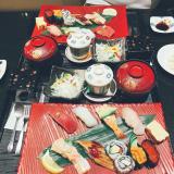 今日のお昼ご飯はにぎり長次郎の画像(1枚目)