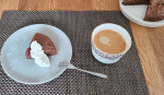 またまた#緊急事態宣言そうなると思っていたものの、、気分はあがらない。やる気もない。。#テイクアウトの#ケンチキ食べて、、甘いものが食べたくて、#チョコケーキ…のInstagram画像