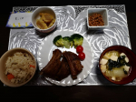 今日のおうちごはん❤️❤️昼からずーっとスペアリブを作って頑張ってました🤣😘焼いたり煮たりして子どもでも食べれる柔らかさに😇❤️とっても満足いくものができたっ😍😍あと、こどものリク…のInstagram画像