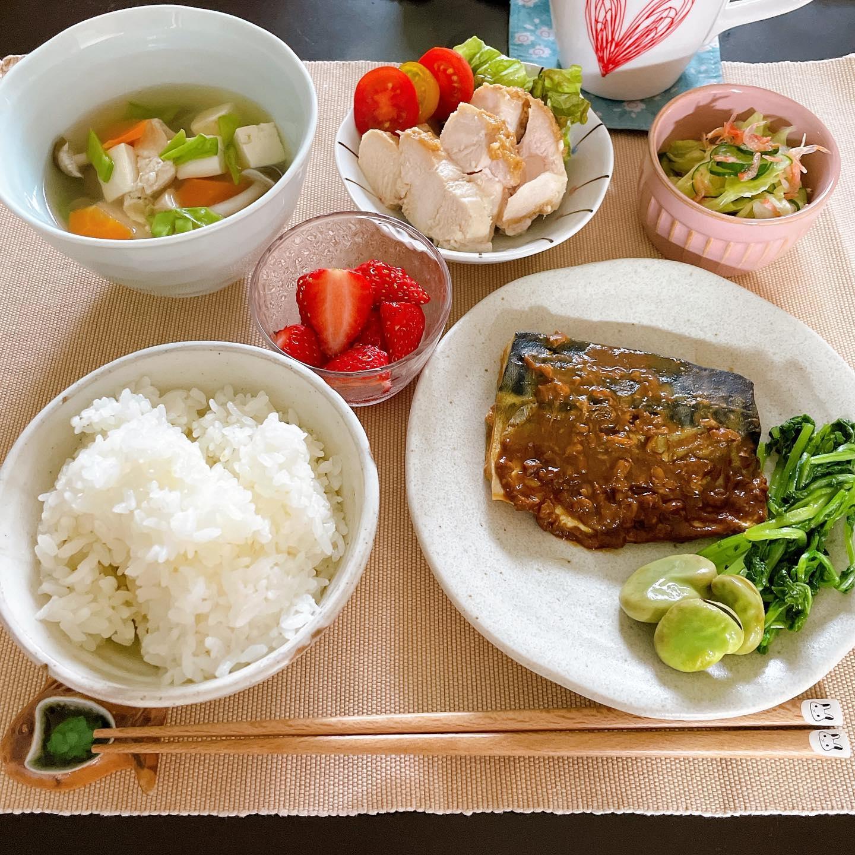 口コミ投稿:♡今日の#晩ご飯🍳鯖の味噌煮🍳けんちん汁🍳鶏むねの塩麹漬け🍳きゅうり、キャベツ、桜海…