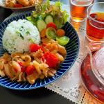 ♡今日の#晩ご飯 🍳鳥モモのトマト煮込み🍳菜飯🍳味噌汁(昨日の残り)🍵ルイボスティー今日は時間がなかったのでワンプレートご飯です🍅✨トマト煮込みは、トマト缶使わ…のInstagram画像