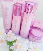 🌸#桜咲耶姫  スキンケアライン❇️使ってます😊アロマの専門家が開発した、100%天然国産八重桜エキス使用の心地いい桜の香りにすごく癒やされるスキンケア💓クレンジングは、こって…のInstagram画像