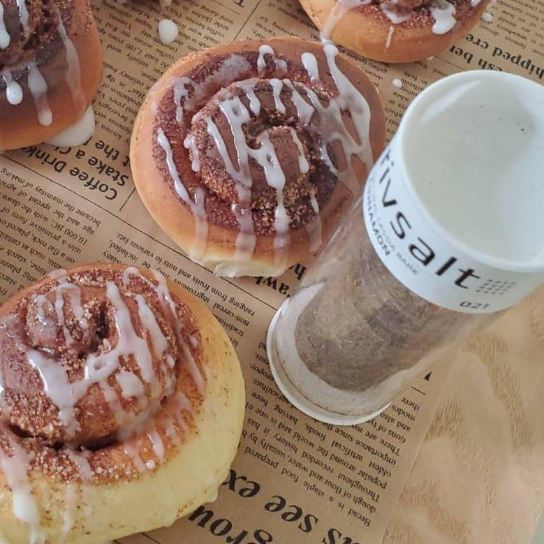 口コミ投稿:シナモンを削ってシナモンロール作りました~!パン作りは以前塩パン作ったっきりで…