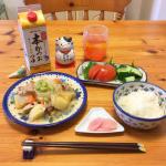 今日のお昼ごはんは和食の定番、肉じゃがです。いっぱい作ったよ〜!😋🇯🇵Il pranzo di oggi è Nikujaga, un alimento base del cibo giappon…のInstagram画像
