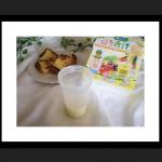 今日の朝ごはん☕🍞🌄ちょっと心に余裕を!!と思い、部屋を片付けてフレンチトーストと共にこどもフルーツ青汁で、フルーツと野菜を補う🤭💕保存料、合成着色料不使用、人工甘味料不使用、残留…のInstagram画像