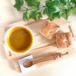 【濃厚かぼちゃスープでランチ】��甘いかぼちゃのスープと�フォカッチャでランチに♪���スープが濃厚で食べ応えがあって、�ちょっとの量でも大満足!���野菜を…のInstagram画像