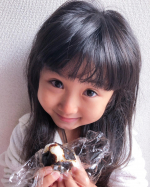 朝ごはんとお弁当に必ず入れている美味しい昆布。大阪に来たら絶対にたべてほしいな。娘は梅と昆布のおにぎりが好きだよ!みんなは何の具が好きかな?#ママリ #ベビフル#コドモノ …のInstagram画像