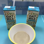 マルサンのオーツミルクを飲んでみた🌠北欧産のオーツ麦を飲料用に国内で加工、植物性のミルクです砂糖や甘味料未使用でオーツ麦を糖化していて麦由来の優しい甘さです1パック60キロカロ…のInstagram画像