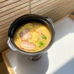 なべやき屋キンレイ『お水がいらない ラーメン横綱』🍜キンレイのお水がいらないシリーズは、スープ、麺、具が一つに冷凍されているから、お鍋に入れて温めるだけでできあがり☺️✨…のInstagram画像