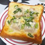 マルハニチロ☆五目シュウマイトースト♪アレンジレシピということで、食パンに醤油マヨを塗って、五目シュウマイとネギをのせて、粉チーズをトッピング!トースターで焼いて完成ヽ(=´▽`=)ノちょっとラー…のInstagram画像