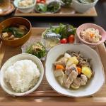 ♡今日の#晩ご飯🍳肉じゃが🍳お味噌汁🍳ピーマンのおかか和え🍳焼き鯖🍳おからの煮物月曜か先週くらいの晩ご飯です🙏いたって普通のご飯でした🍚♡今日の晩ご…のInstagram画像
