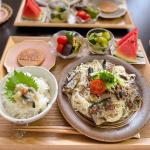 ♡今日の#晩ご飯🍳鰊切り込みのせご飯( @kitano_oisea.com2020 )🍳鰯と素麺のペペロン炒め🍳夏野菜の焼き浸し🍳やみつききゅうり🍪さくらさくり🍉ス…のInstagram画像