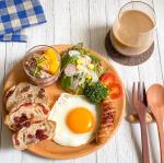 。🍴朝ごはんFAMILLE代官山の#パン で#朝ごはん ♪.大好きな#ノアレザン とクランベリーくるみ♡..『健康道場 ライスブラン生活』と一緒に。玄米の栄養が凝縮され…のInstagram画像