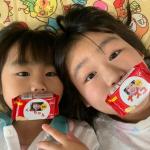 お馴染みのビスコを娘たちの写真で作りました☺️💓届いてすごく嬉しそうにしていました〜🥳作るのも簡単で文字など選べて楽しかった😊😊✨🌟これを機に長女→なーちゃん次女→くーちゃ…のInstagram画像