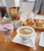 おはようございます☀今日もいいお天気の西宮です。昨日は横浜の従姉妹から東急百貨店から立派なピオーネが届きたので、豪華な朝食になりました。#ハムロールパン#スムージー @gree…のInstagram画像
