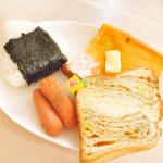 🍳\ お昼ごはん𓌉◯𓇋 /𖧧.。.Menu⚪︎おにぎり⚪︎ウインナー⚪︎フレンチトースト⚪︎お芋メープルパンパン屋さんで買ったパンとスーパーで一目惚れしたパ…のInstagram画像