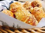 朝ごはん🥣#揚げないソーセージパン#白身魚のバジルソテー #里芋ポタージュ#あきづき梨 大人🧑#大根菜とアボカドのサラダこども👶#魚肉ソーセージのナポリタン…のInstagram画像