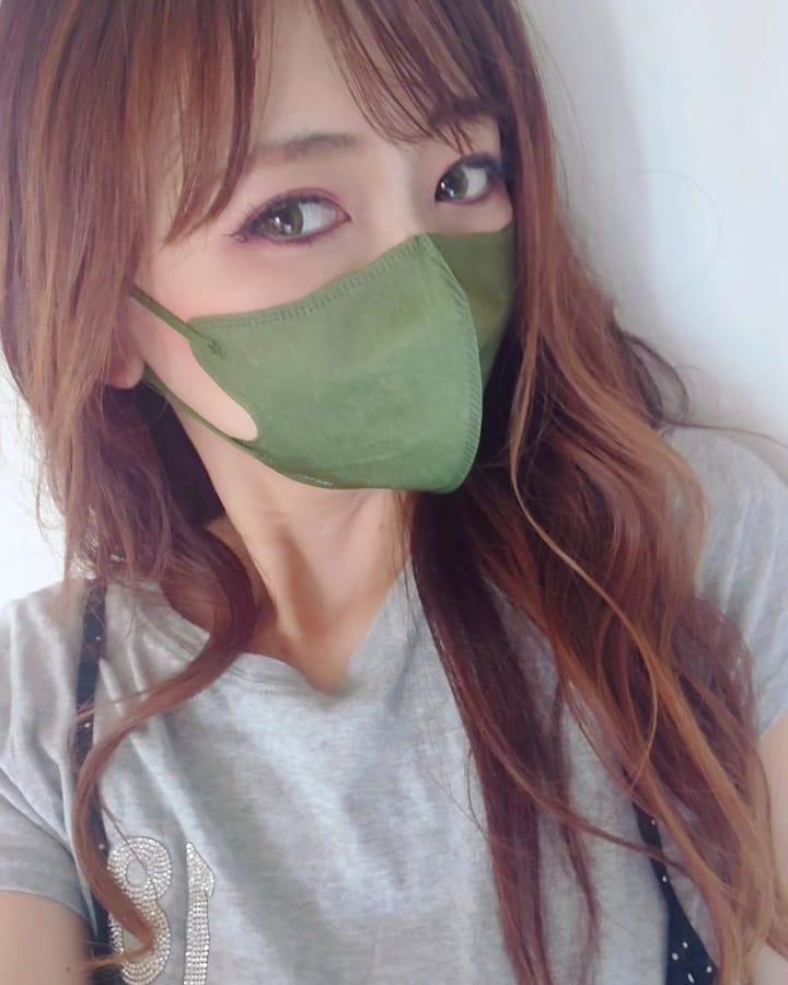 口コミ投稿:スパンマスク🍏カーキ不織布マスクは、スパンマスクばかり使ってます✨小顔に見えて、…