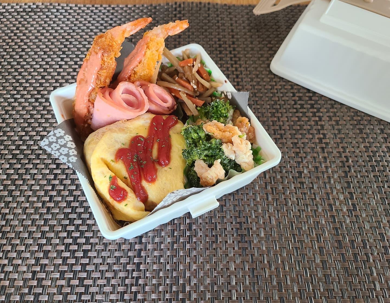 口コミ投稿:#お弁当#オムライス弁当(人参、たまねぎ、鶏モモ肉)ブロッコリーのかりかりサラダエ…