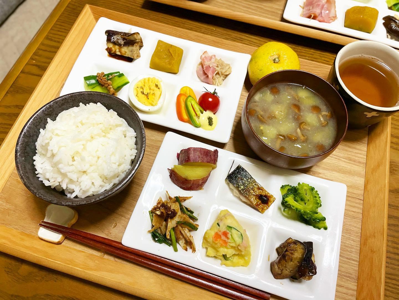 口コミ投稿:..▷▷▷2021.10.08.(金)..🌿低糖質ご飯🍚🌿お味噌汁(なめこ🍄茄子🍆)🌿一口プレート🌿蜜柑…