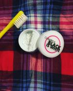 ★クラプロックスのホワイトニング粉歯みがきで自分史上最高の白い歯へ★クラプロックス ブラックイズホワイト 粉はみがき 3グラムを使ってみました✨汚れ、黄ばみ、歯石、歯垢の沈着を防いでく…のInstagram画像