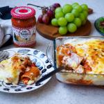 パッケリでラザニア風😋冷凍庫に保存してたボロネーゼと、デラノンナパスタソース トマトと3種のチーズを合わせ、パッケリと絡めてホワイトソースとチーズをたーっぷりかけて焼きました😋…のInstagram画像