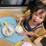 ぞうさんのマット毎日使っています。まだまだ溢し魔な2歳の娘にはとっても助かってて、お絵かきや糊を使った工作時にも使ってます。食洗機もOKなのですがうちではさっと洗ってそのまま干してます…のInstagram画像