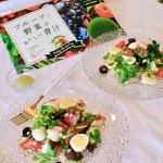 ..健康的なキレイ!を目指す為に、バランスの取れた健康な食事とフルーツと野菜の美味しい青汁を続けています✨.リファータの「フルーツと野菜のおいしい青汁」はフルーツの…のInstagram画像