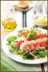 【おすすめレシピ】香り野菜とチーズのトマトサラダ