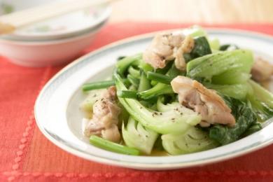 【おすすめレシピ】鶏と青菜のごま油炒め