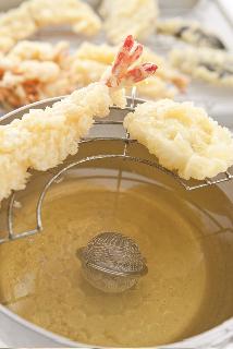 天ぷらをサクッと揚げるAGEJAWS
