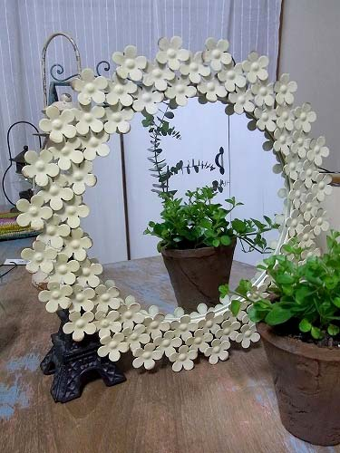 ちっちゃいお花がいっぱいついた可愛い シャビーフローラルミラー Sサイズ